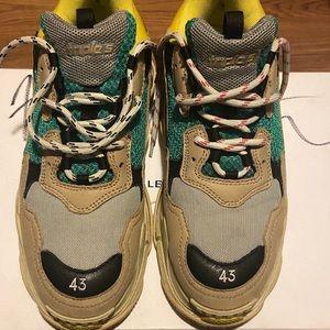 Size 10 euro 43 balenciaga triple s sneakers